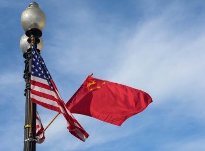 Reinicio de negociación comercial entre Estados Unidos y China llega con los mercados financieros muy sensibles