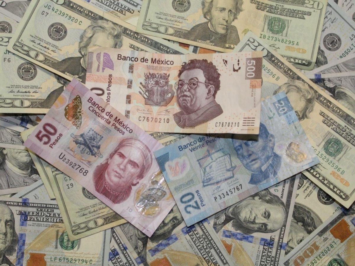 El peso se deprecia 0.32% o 6 centavos, cotizando alrededor de 19.05 pesos por dólar