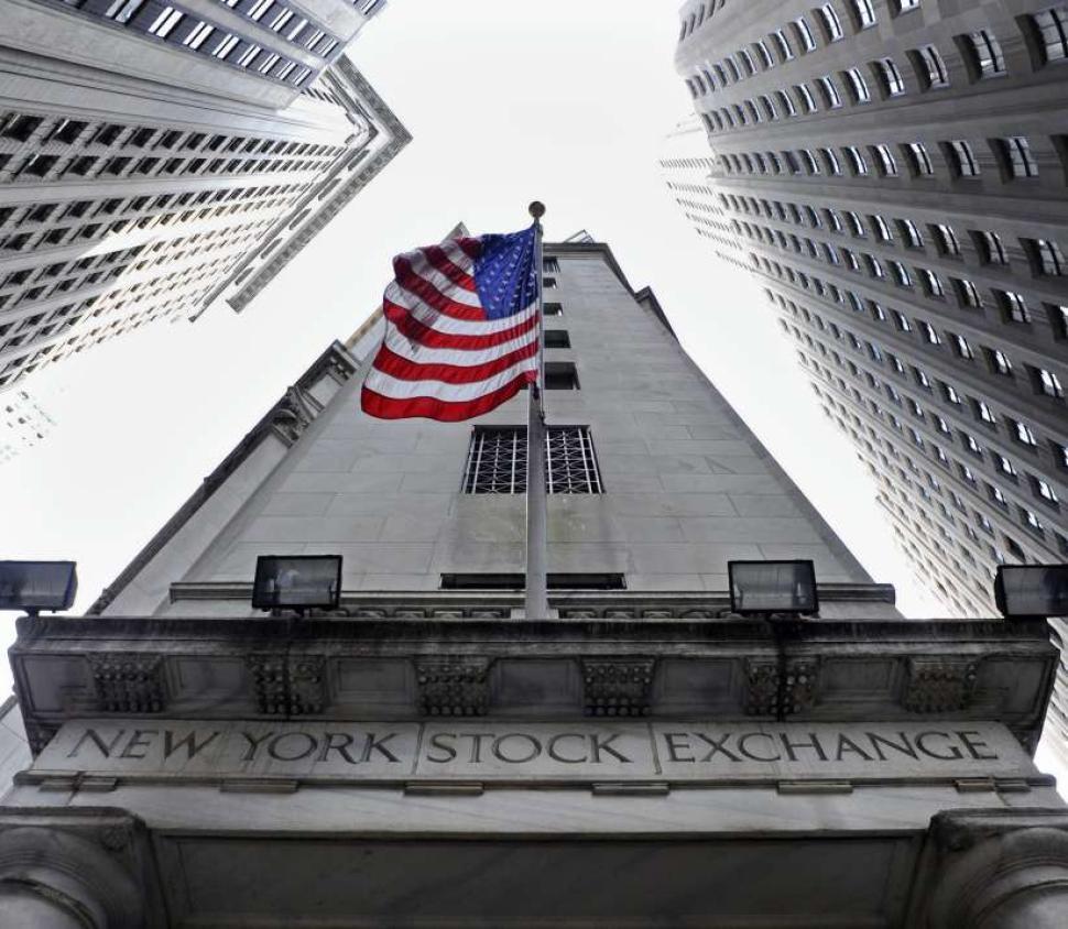 Bolsa de Nueva York opera con importantes ganancias