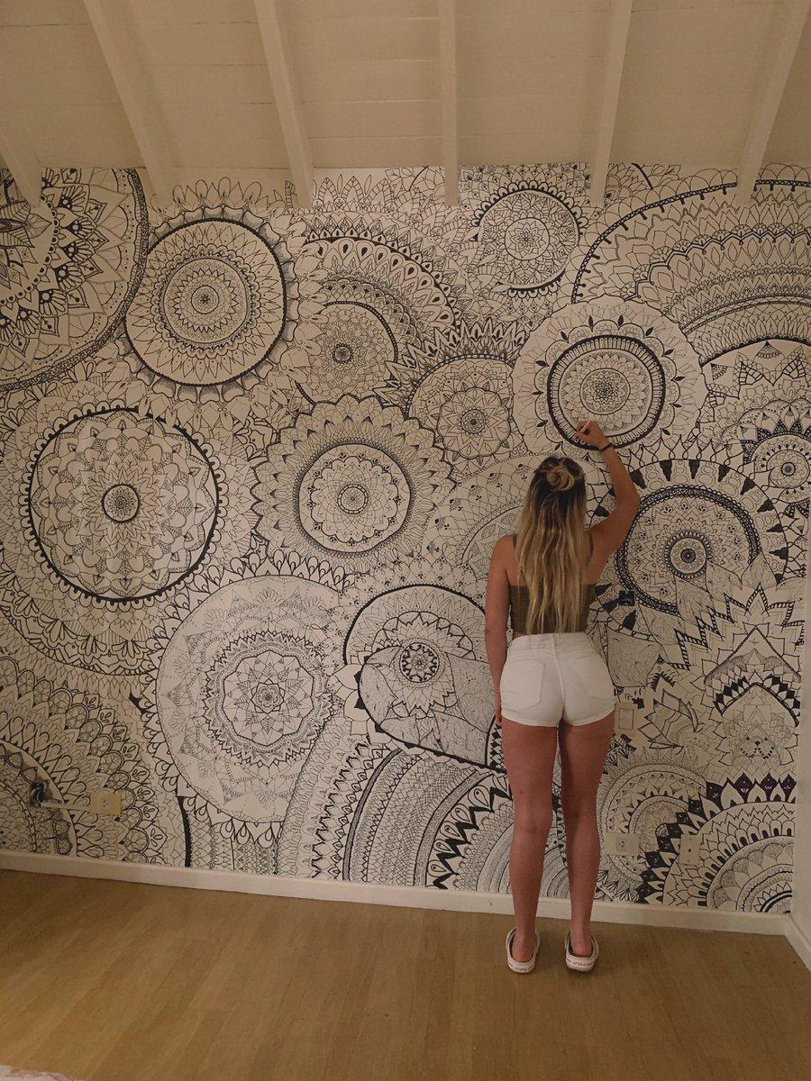 Este cuarto pintado con mandalas causa sensación