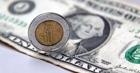 Peso mexicano inicia agosto presionado por temas externos