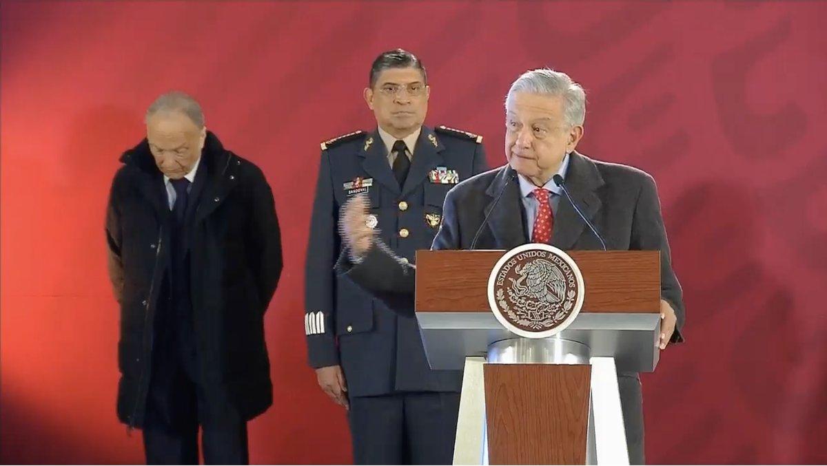 AMLO anuncia que 4 mil elementos federales vigilarán ductos