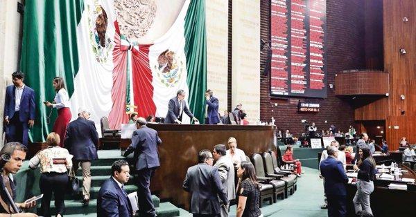 """Eliminan casi 3 mil plazas de """"aviadores"""" en San Lázaro"""