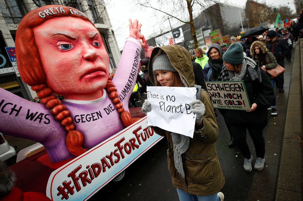 Miles de estudiantes toman las calles contra el cambio climático