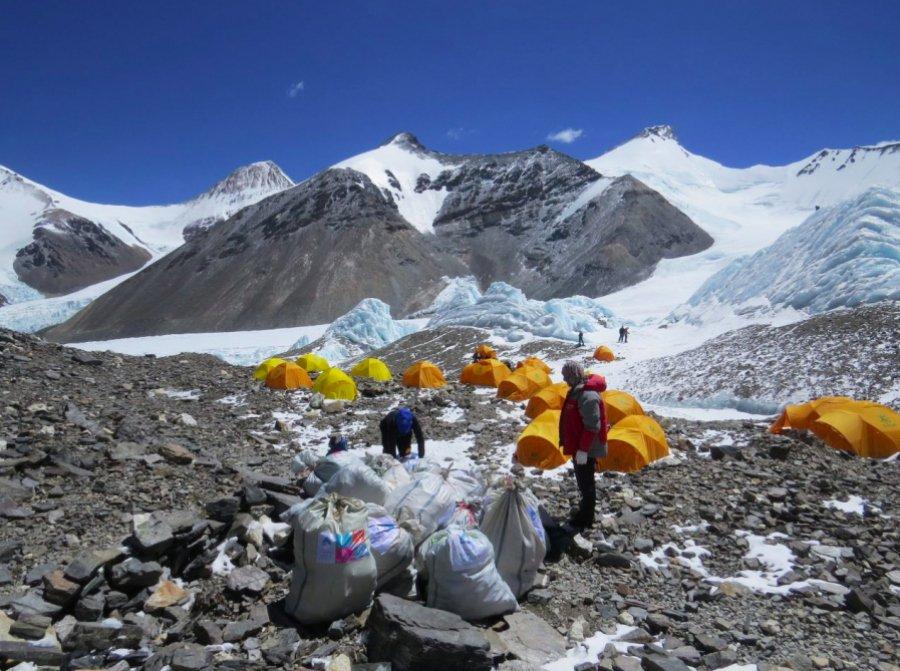 Nepal reciclará toneladas de basura retirada del Monte Everest