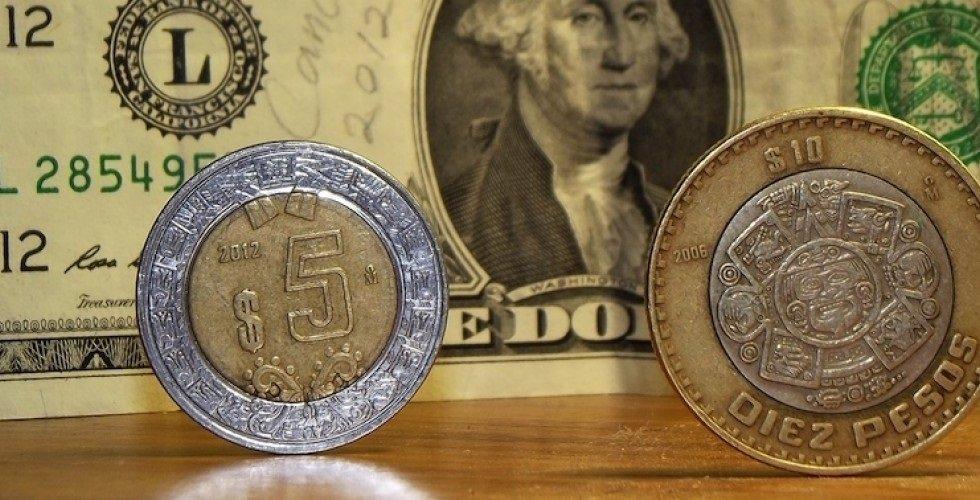 El peso cerró la sesión con una apreciación de 0.50% o 9.9 centavos, cotizando alrededor de 19.76 pesos por dólar