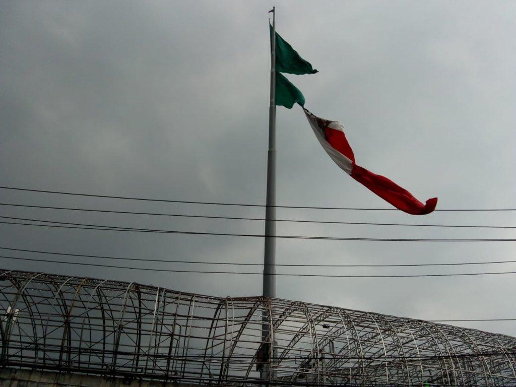 Bandera de San Jerónimo sufrió afectaciones por fuertes vientos