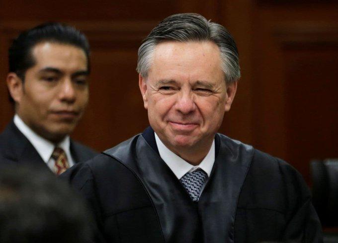Avala Senado renuncia de Medina Mora como ministro