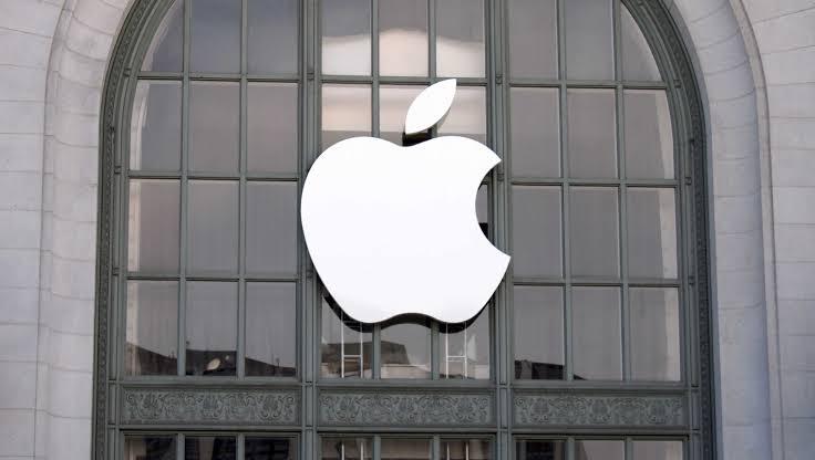 Todo lo que Steve Jobs juró que nunca haría y Apple ya hizo realidad