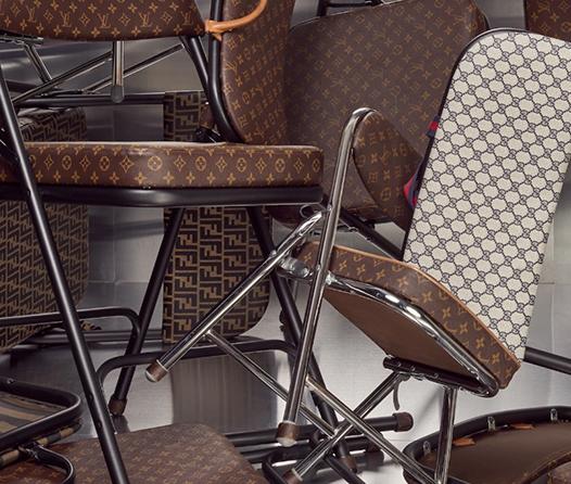 Convierte tu bolso Louis Vuitton en una silla plegable